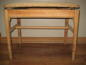 Shabby vanity bench- before